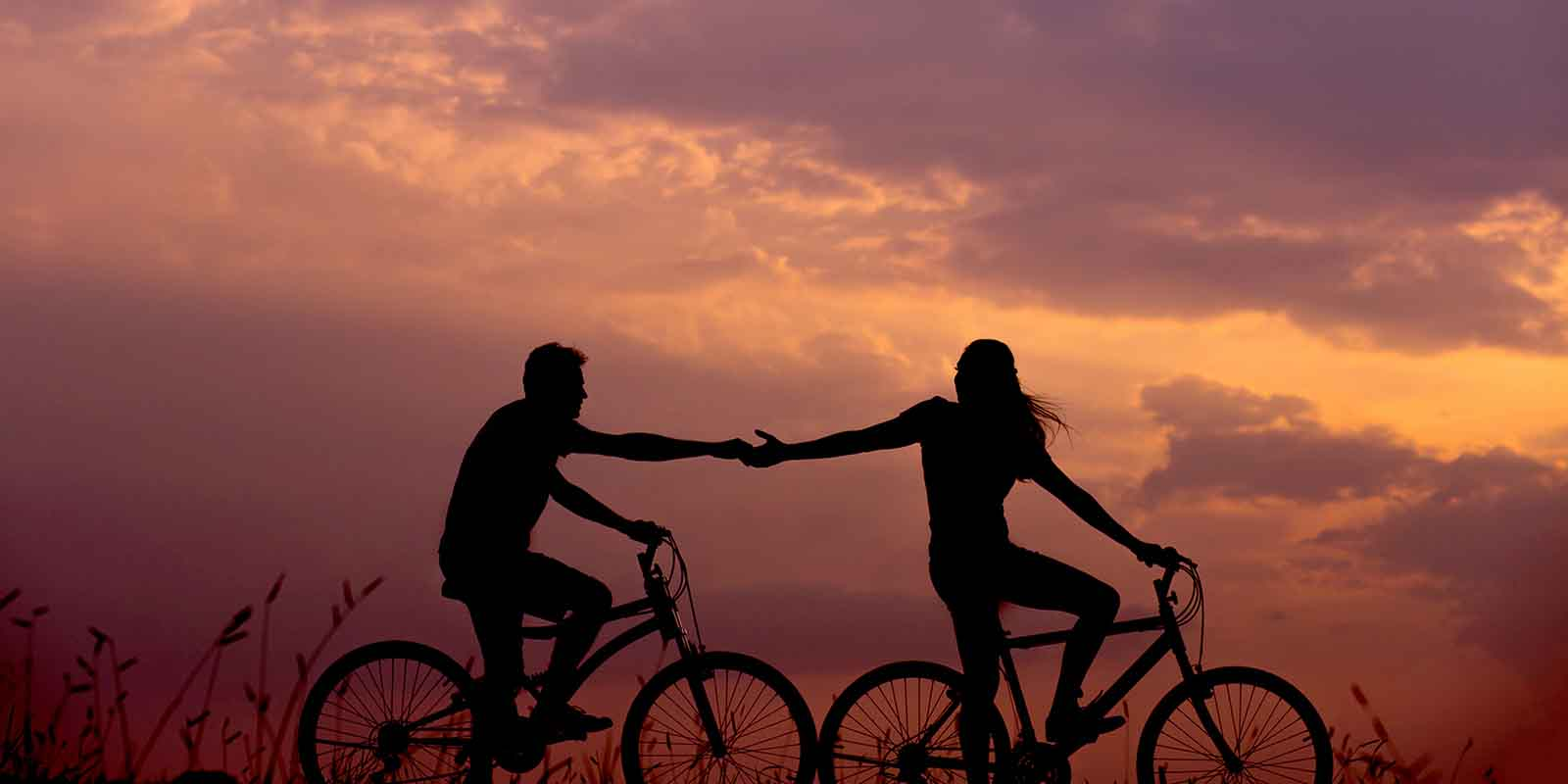 how-to-keep-a-relationship-forever-man-and-woman-on-bike-holding-hands