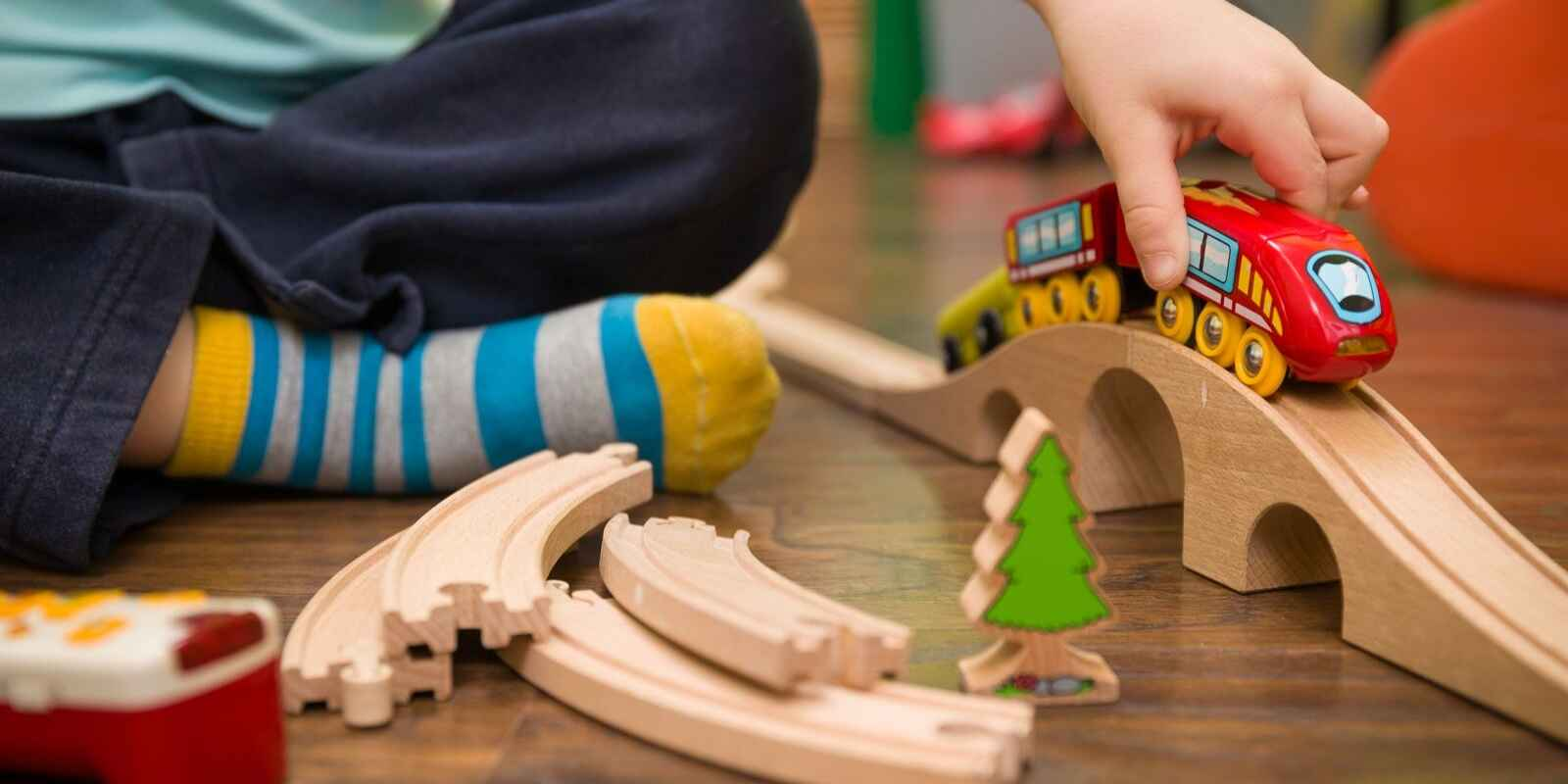 Wooden Train Track Set 16 Pieces Play Train Wood Toy Case Built in Railway Gift